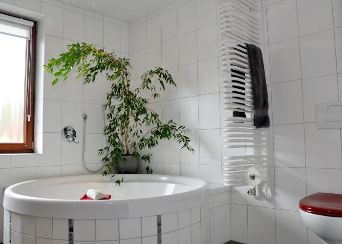 Badezimmer Mit Eckbadewanne Modern ~ Ideen Für Die .